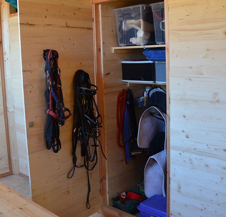 Stall,-Kasten,-Sattel,-Zaumzeug2